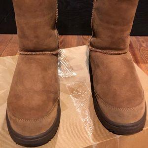 UGG Women's Ultimate Short Boot